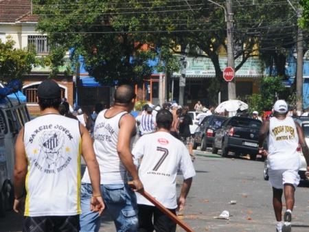 A violência urbana esta migrando para o futebol, quem ama este esporte é quem sofre com isso    (3/3)