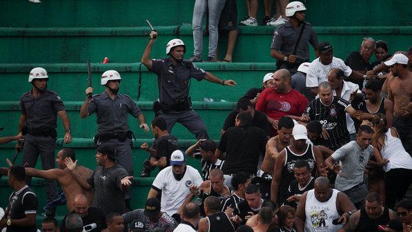 A violência urbana esta migrando para o futebol, quem ama este esporte é quem sofre com isso    (2/3)