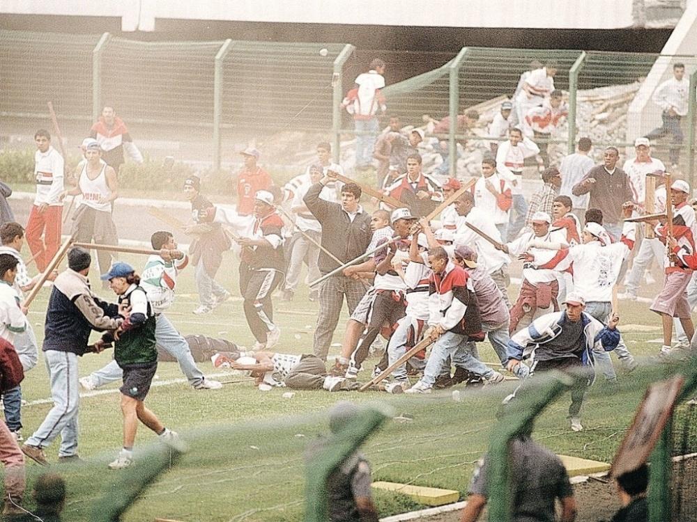 A violência urbana esta migrando para o futebol, quem ama este esporte é quem sofre com isso    (1/3)