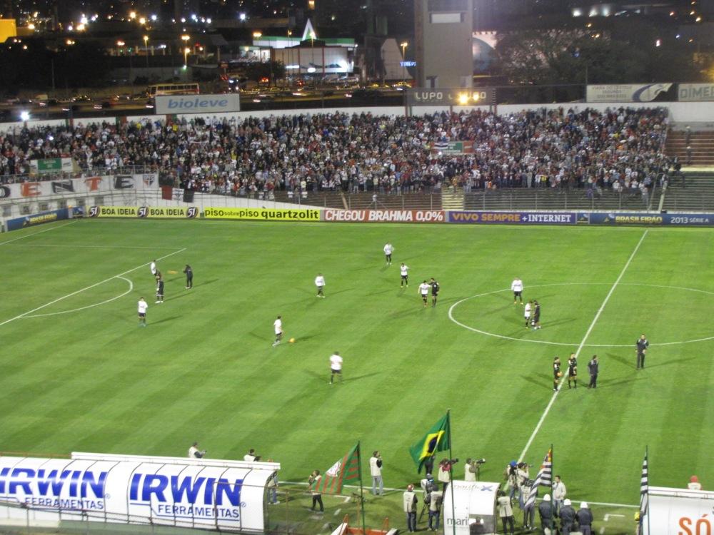 Com pênalti perdido e gol no finalzinho, Lusa derrota São Paulo e afunda o rival (2/2)