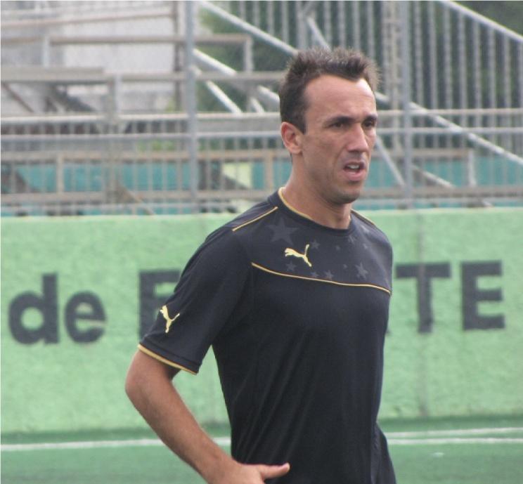 O atacante do Santos e um dos lideres da festa Thiago Ribeiro, foi o artilheiro da partida com dois gols( Foto: Gustavo Tomazeli)